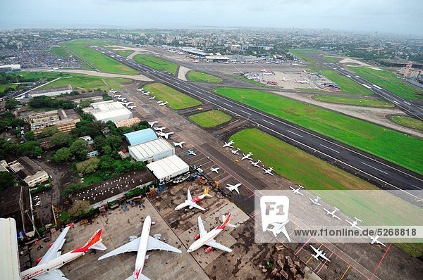 Rollbahn  Hangar  Flughafen  Himmel  Globalisierung  Ansicht  Luftbild  Fernsehantenne  Indien  Maharashtra