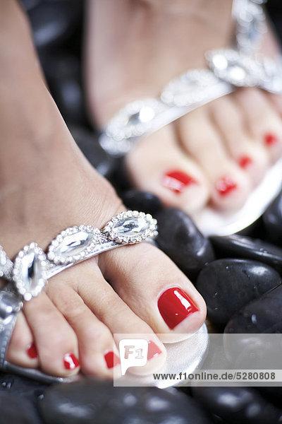 Party Füße in Diamante Schuhe zum schwarzen Steine