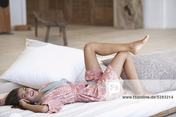Frau Fröhlichkeit Entspannung weiß