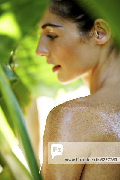 Close-up of natural Woman in exotischen Ort