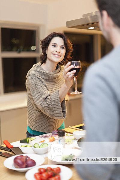 Abendessen  kochen  Wein  trinken