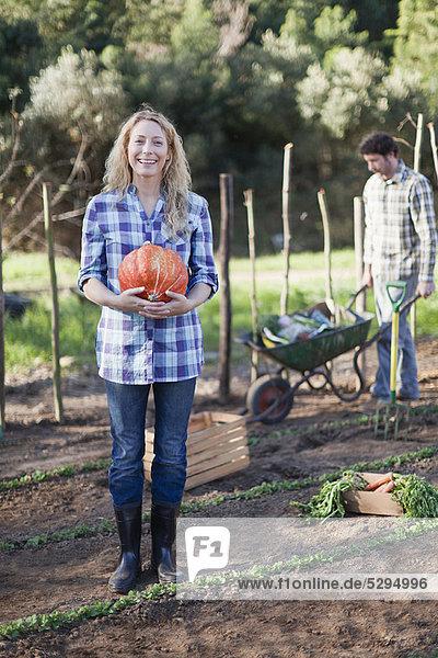 Frau  tragen  Garten  Schale