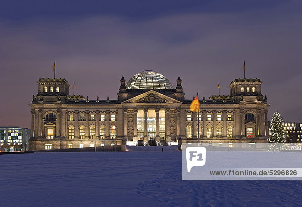 Reichstag building at night  winter  Tiergarten locality  Berlin  Germany  Europe