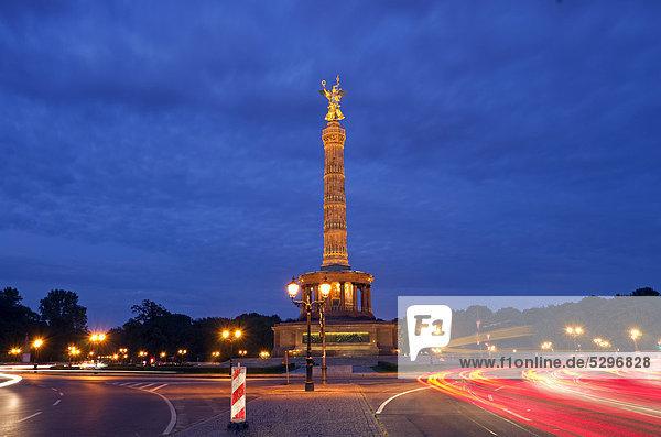 Siegess‰ule  gro_er Stern  Nacht  Tiergarten  Berlin  Deutschland  Europa