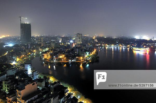 Hanoi Skyline bei Nacht  Blick ¸ber den Westlake  Vietnam  S¸dostasien