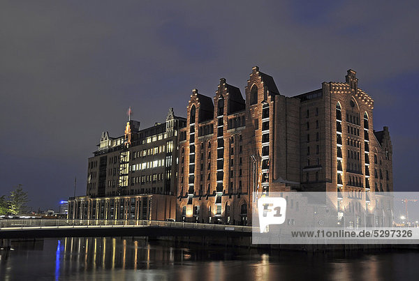 Maritimes Museum  Maritime Museum  night shot  HafenCity quarter  Hamburg  Germany  Europe