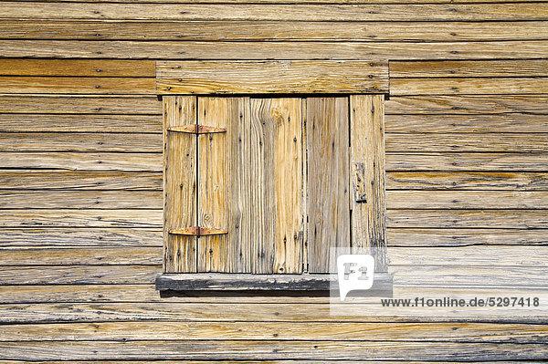 Fenster einer alten Scheune im Big-Bend-Nationalpark  Texas  USA  Amerika