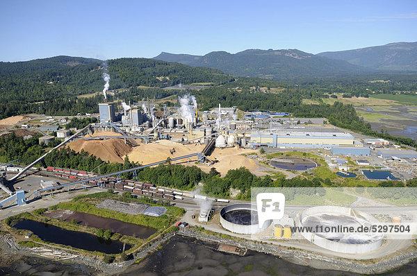 Luftaufnahme der Catalyst Paper Mill Papierfabrik  Crofton  Vancouver Island  British Columbia  Kanada