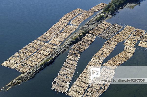 Luftaufnahme  schwimmende Lagerung von Baumst‰mmen  Shoal Islands  Chemainus Flussm¸ndung  Chemainus Valley  Vancouver Island  British Columbia  Kanada gespeichert