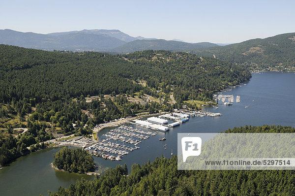 Luftaufnahme  Ort Maple Bay und Jachthafen Maple Bay Marina  Vancouver Island  British Columbia  Kanada