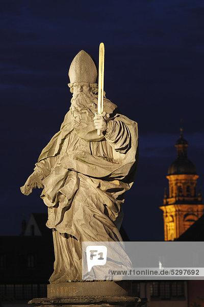 Heiliger Burkard  Burcardus  Alte Mainbr¸cke  W¸rzburg  Unterfranken  Franken  Bayern  Deutschland  Europa  ÷ffentlicherGrund