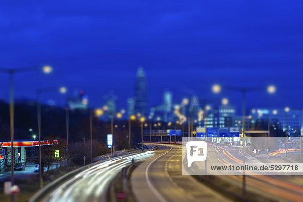 Blick auf Frankfurt von der A 661  hinten der Messeturm und die Frankfurter Messe  Miniaturansicht  Spielzeugansicht  Tilt-Shift-Effekt durch reduzierte Sch‰rfentiefe  Frankfurt am Main  Hessen  Deutschland  Europa