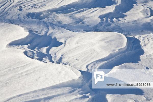 Schneeverwehung  Schnee  Verwehung  Wellen  wellenfˆrmig  Vorarlberg  ÷sterreich  Europa