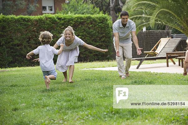Familie mit Spaß im Freien