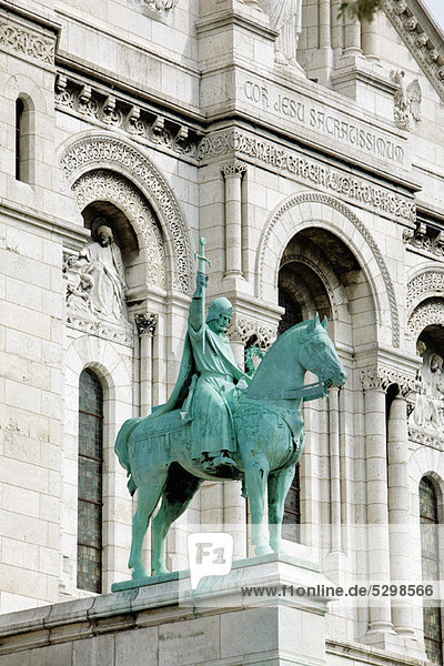 Equestrian statue at Sacre Coeur  Montmartre  Paris  France