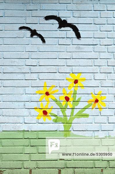 Fliegende Vögel  Kinderbild an Mauer  Wandmalerei  Kindergarten  Mülheim an der Ruhr  Ruhrgebiet  Nordrhein-Westfalen  Deutschland  Europa Fliegende Vögel, Kinderbild an Mauer, Wandmalerei, Kindergarten, Mülheim an der Ruhr, Ruhrgebiet, Nordrhein-Westfalen, Deutschland, Europa