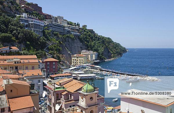 View of Marina Piccola  Sorrento  Sorrento Peninsula  Gulf of Naples  Campania  Italy  Mediterranean  Europe