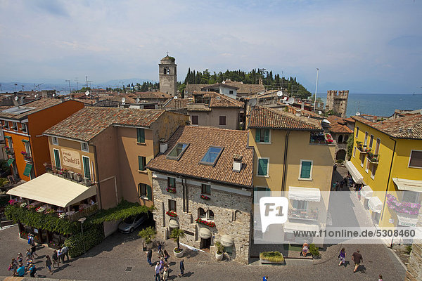Europa Stadt Festung Ansicht Gardasee Castello Italien Lombardei alt Halbinsel Sirmione