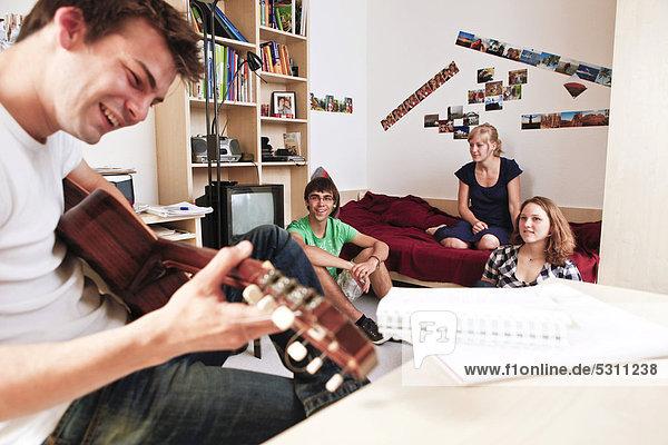 Studenten in Studentenwohnheim