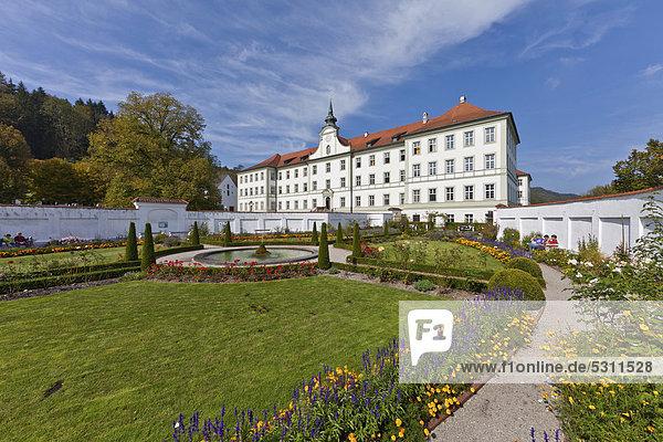 Prälatengarten im Kloster Schäftlarn  Oberbayern  Bayern  Deutschland  Europa