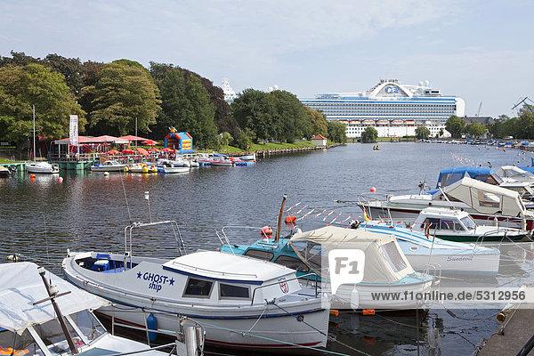 Boote im Yachthafen  Warnemünde  Mecklenburg-Vorpommern  Deutschland  Europa