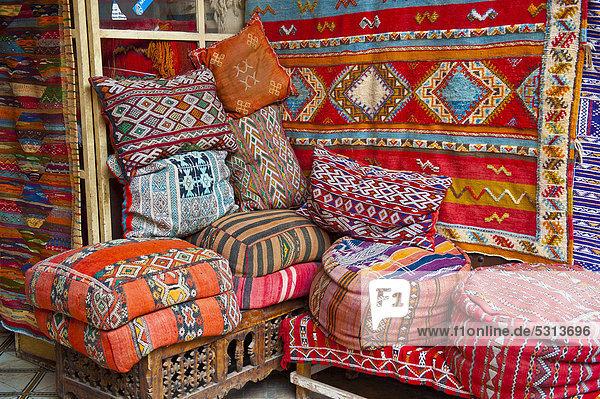 afrika alt angebot bunt kopfkissen marokko marrakesch ostasien produktion souk teppich tradition. Black Bedroom Furniture Sets. Home Design Ideas