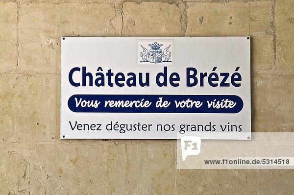 Schild mit Dank für Besuch und Hinweis auf Weinprobe im Schloss BrÈzÈ  Chateau de BrÈzÈ  nahe Saumur  Departement Maine-et-Loire  Frankreich  Europa