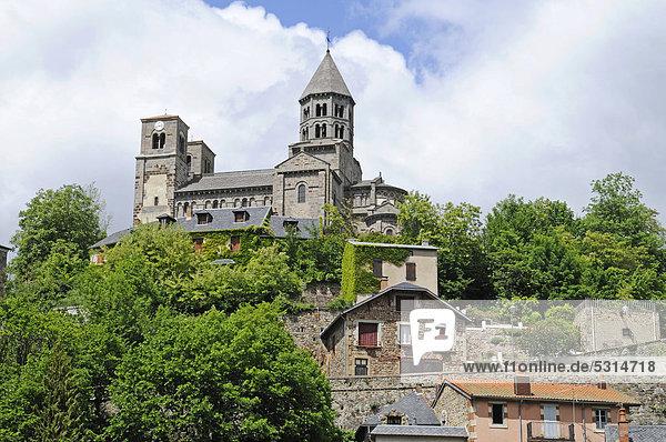 Romanische Kirche  Saint Nectaire  Departement Puy-de-Dome  Auvergne  Frankreich  Europa