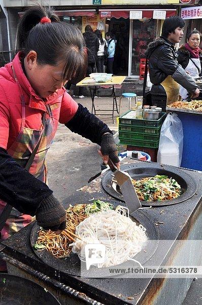 kochen  Frau  Straße  Basar  Pasta  Nudel  China  Markt  Shanghai