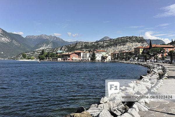 Uferpromenade  Nago-Torbole  Gardasee  Venetien  Italien  Europa