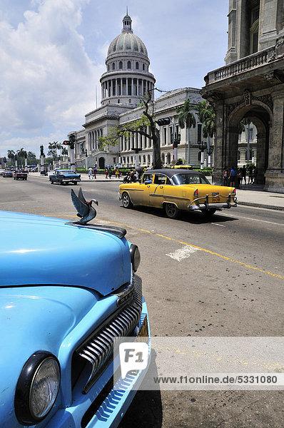 Havanna Hauptstadt Auto Wissenschaft Gebäude Retro frontal Karibik Hochschule Capitolio Kuba kubanisch Zuhause von