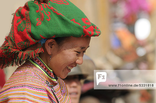 People's market  woman in the costume of the Hmong ethnic minority  Flower Hmong ethnic group  Sin Cheng  Si Ma Cai District  Vietnam  Asia