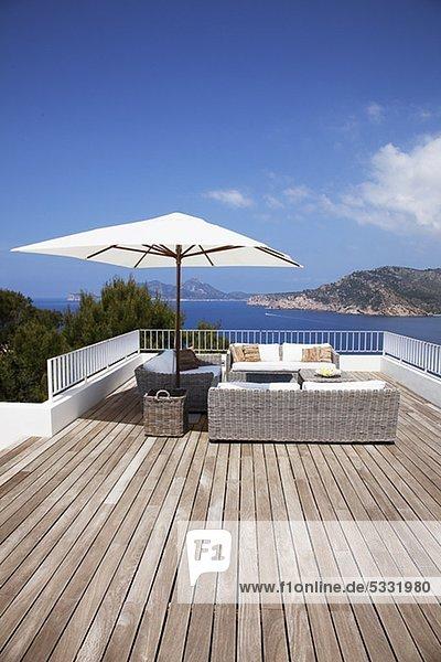 terrasse veranda m bel modern lizenzfreies bild bildagentur f1online 5331980. Black Bedroom Furniture Sets. Home Design Ideas