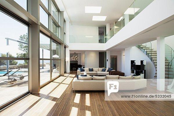 offen innenansicht moderne wohnung zu hause lizenzfreies bild bildagentur f1online 5332045. Black Bedroom Furniture Sets. Home Design Ideas