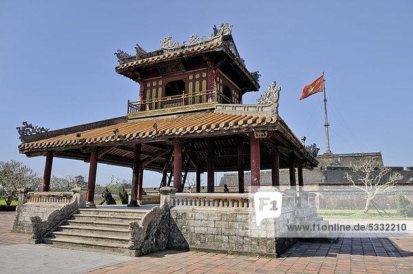Pavillon vor der Zitadelle  Kaiserpalast Hoang Thanh  Verbotene Stadt  Purpurstadt  Hue  UNESCO Weltkulturerbe  Vietnam  Asien
