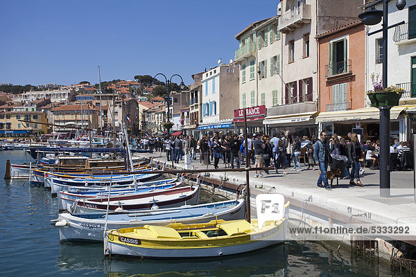 Promenade on the waterfront  boats on a pier  harbour scene in Cassis  Bouches-du-Rhone department  Southern France  France  Europe