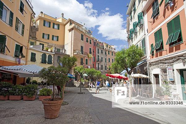 Europa Fernverkehrsstraße Dorf angeln UNESCO-Welterbe Cinque Terre Italien Ligurien Vernazza Provinz La Spezia
