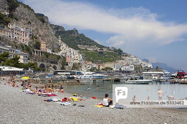 Europa Mensch Menschen Strand UNESCO-Welterbe Amalfi Amalfiküste Kampanien Italien