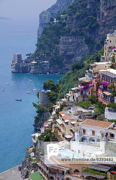 Europa Stadt Ansicht UNESCO-Welterbe Amalfiküste Kampanien Italien Positano Wachturm