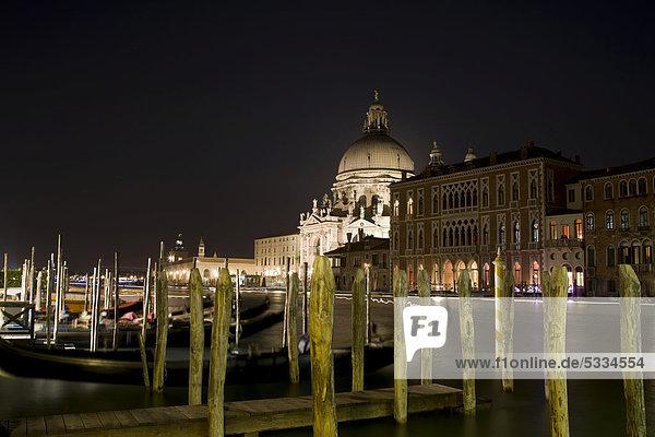Europa Nacht zuprosten anstoßen Italien