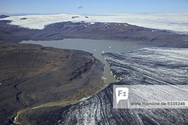 Luftaufnahme  Gletschersee mit Kalbeis des Vatnajökull  Island  Europa