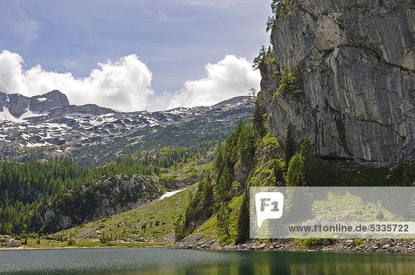 Berglandschaft am Krn-See  Nationalpark Triglav  Slowenien  Europa