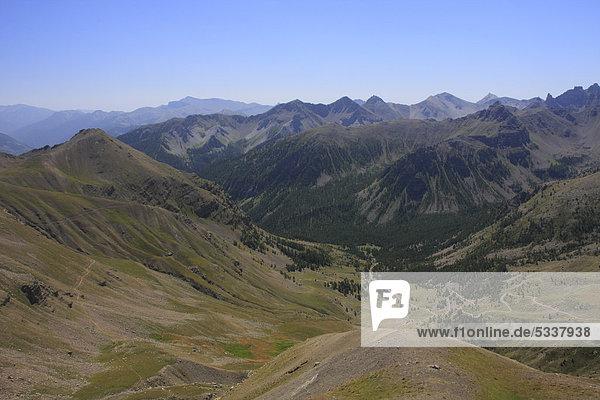 Blick vom Col de la Bonette  höchste asphaltierte Straße Europas  DÈpartement Alpes Maritimes  Westalpen  Frankreich  Europa