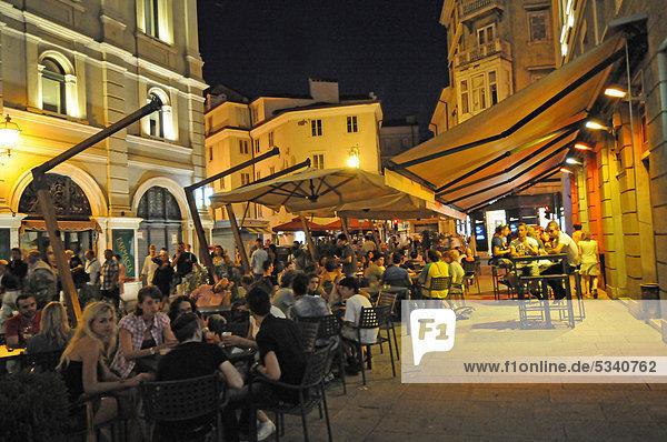 Straße Stadt Geschichte Restaurant Italien Triest