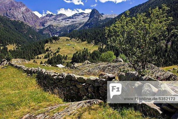 Ländliches Motiv ländliche Motive Europa Berg Landschaft Wohnhaus Einsamkeit Aragonien Huesca Pyrenäen Spanien