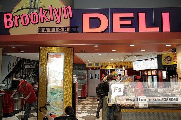 Frau  Mann  New York City  Lebensmittel  Kunde  Brooklyn  Tresen  Ordnung  fegen