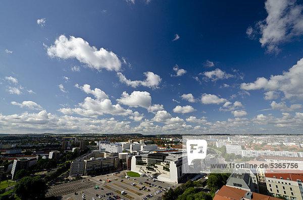 Blick vom Rathausturm auf den Altmarkt mit der Kreuzkirche  Dresden  Sachsen  Deutschland  Europa