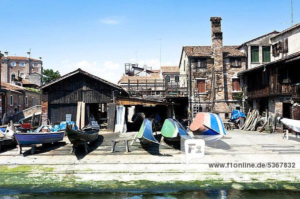 Traditionelle Gondelwerft  Sacca della Misericordia  Cannaregio  Squeri  Venedig  Italien  Europa