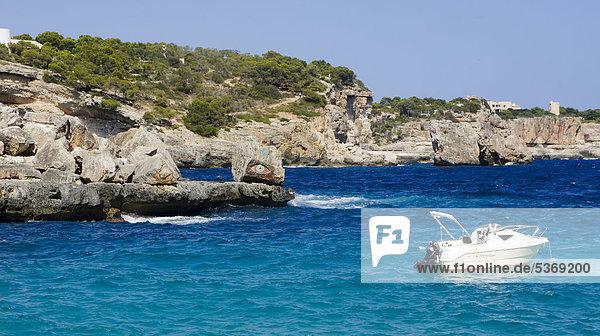 Felsenküste bei der Cala Llombards  Mallorca  Spanien  Europa
