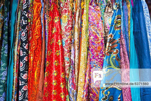 afrika altstadt angebot basar farbaufnahme farbe helligkeit marokko marrakesch stoff verkaufen. Black Bedroom Furniture Sets. Home Design Ideas
